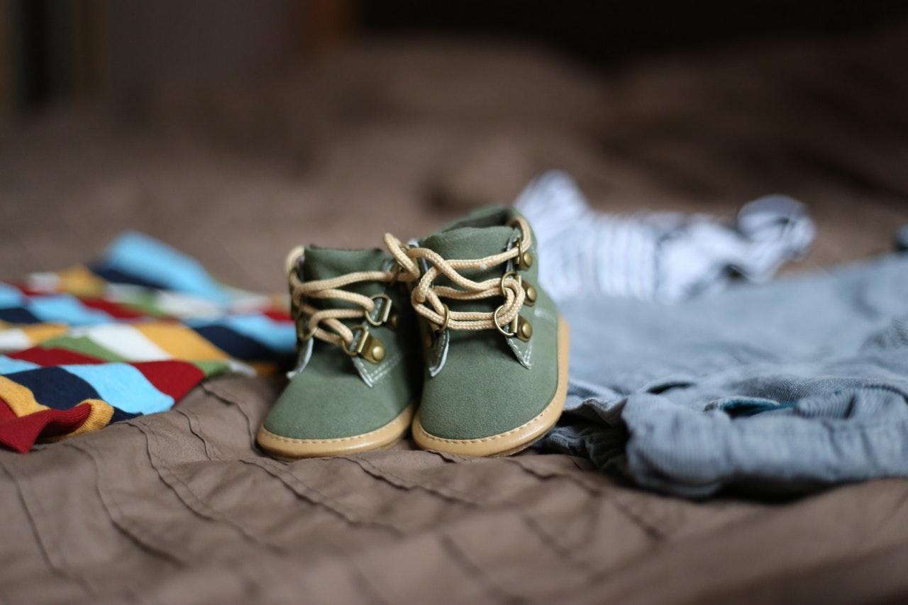 2824a42a5521c Czy wiesz, że ludzka stopa składa się aż z 52 kości? To skomplikowana  konstrukcja, która musi posłużyć przez całe życie. Właściwy dobór obuwia  jest więc ...