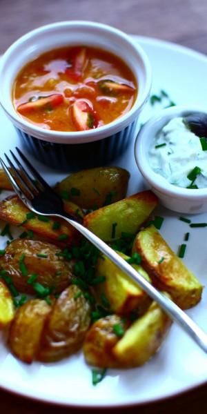 Pieczone ziemniaczki z gęstymi dipami z warzyw i twarożku zastąpią frytki z ketchupem i majonezem